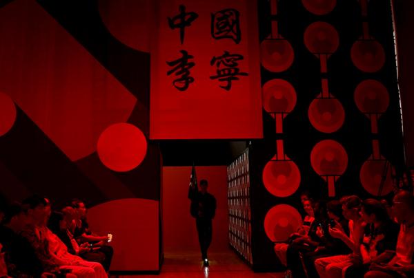 李宁 2020 春夏系列发布  行·至巴黎
