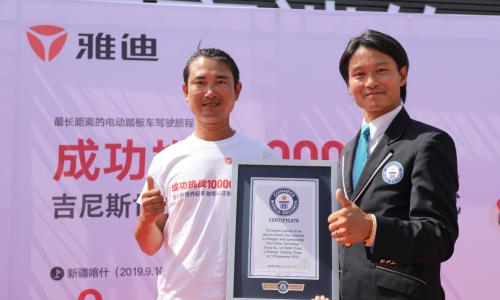 宋健:雅迪G5给我骑行万里信心!雅迪10000公里吉尼斯世界纪录认证成功