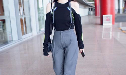 戚薇机场街拍用ASH桃红渐变黑色EXTASY老爹鞋展示初秋时髦穿搭
