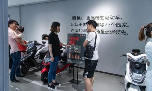 雅迪石墨烯电池研发历程首曝光:百名精英,三年技术攻关